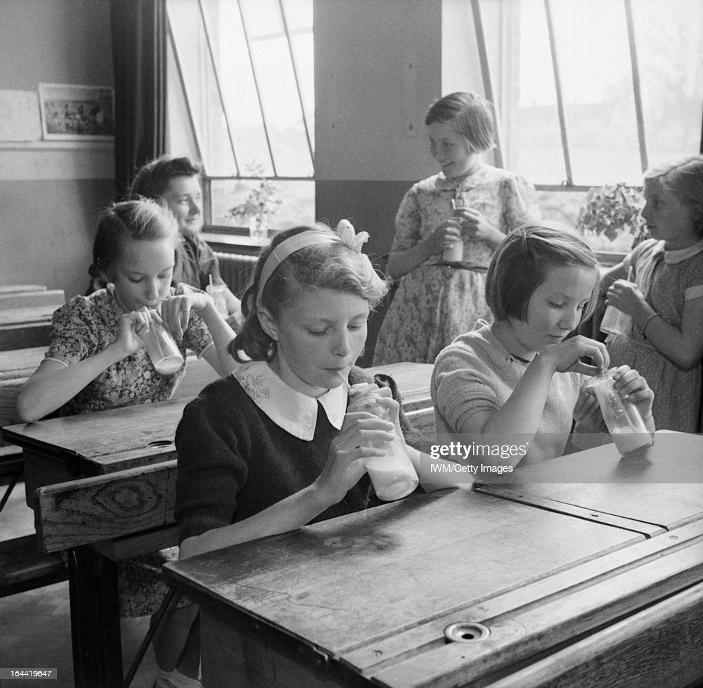 Country School: Everyday Life At Baldock County Council School, Baldock, Hertfordshire, England, UK, 1944 : News Photo