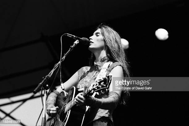 Country singer and musician Emmylou Harris performs on July 13, 1981 in New York City, New York.
