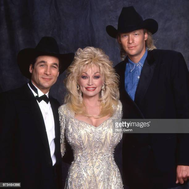 Country singer and songwriter Clint Black Dolly Parton and Alan Jackson backstage before the CMA Award Show Backstage October 10 1988 in Nashville...