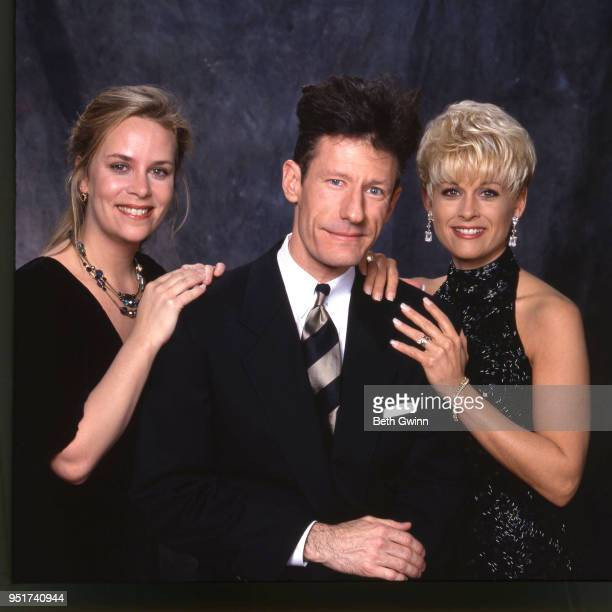 Country singer and songwriter Mary Chapin Carpenter Lyle Lovett and Lori Morgan backstage the CMA Award Show Backstage October 10 1988 in Nashville...