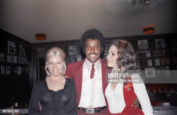 Country singer and songwriter O B McClinton and friends pose for a photo at a press party at The Palomino Club on March 20 1972 in the North...