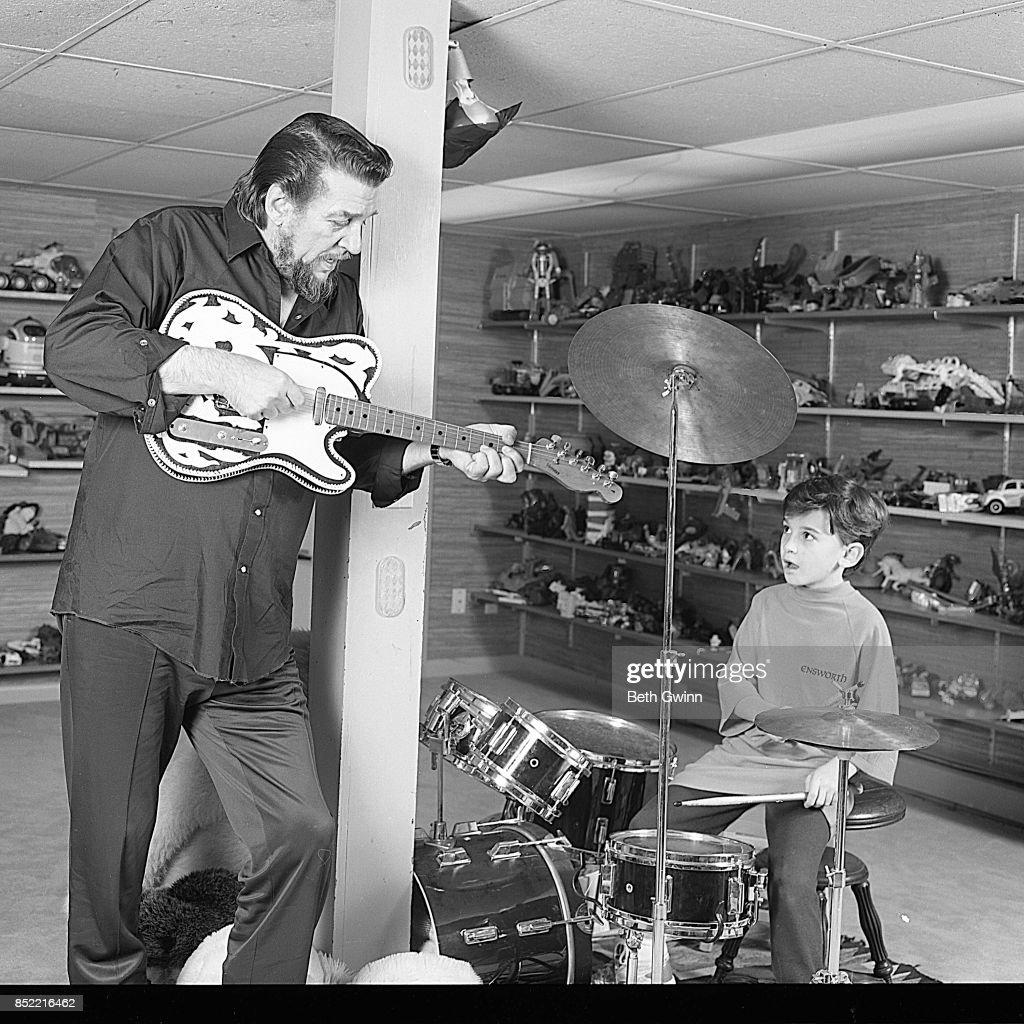 Waylon Jennings And Shooter Jennings : News Photo