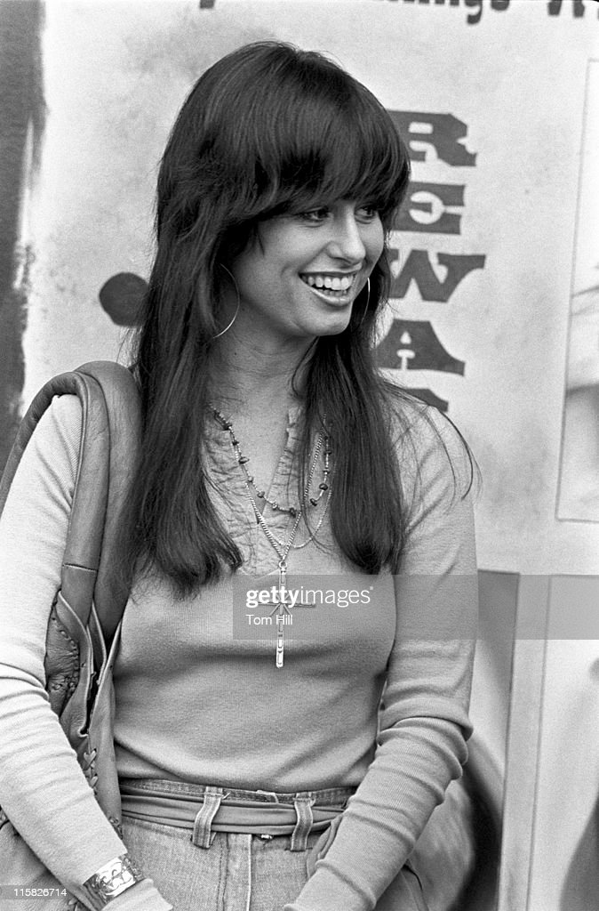 Jessi Colter, Waylon Jennings and Tompall Glaser Visit Peaches Records - March
