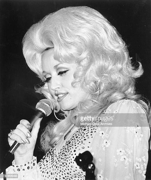Country singer Dolly Parton performs onstage in circa 1977
