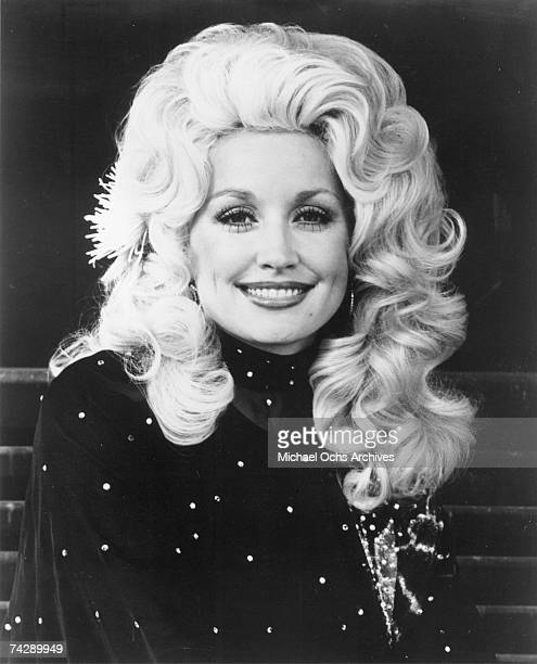 Country singer Dolly Parton poses for a portrait in circa 1976