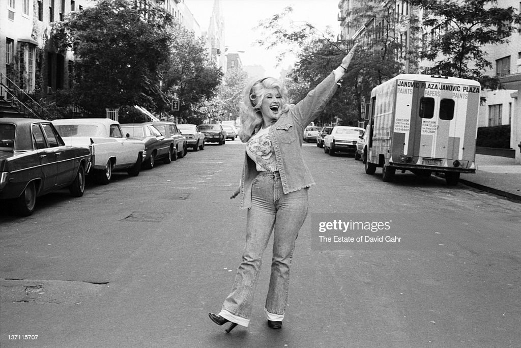 Country singer Dolly Parton poses for a portrait in Septemberl 1976 in New York City, New York.