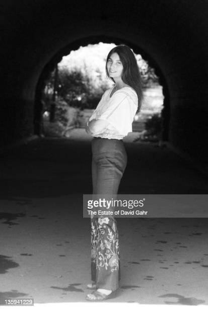 Country Singer Emmylou Harris poses for a portrait in September 1975