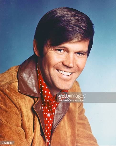 Country Singer Glen Campbell poses for a portrait in February 1969 in Los Angeles, California.