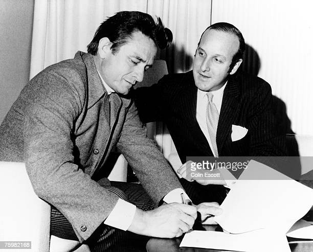 Country singer Johnny Cash signs a record contract with Columbia Records lawyer Clive Davis in circa 1960 He originally signed to Columbia in 1958...