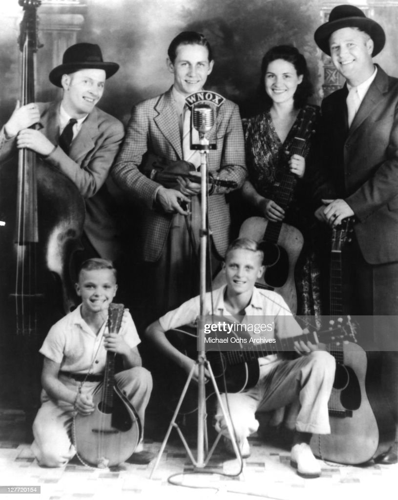 Country singer Johnny Wright and the Tennessee Hillbillies (L-R Unidentified, Chet Atkins, Kitty Wells, and Johnny Wright pose for a portrait circa 1942 in Knoxville, Tennessee.