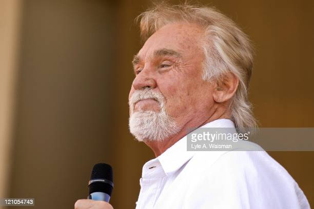 Country singer Kenny Rogers performs on stage at the 2007 Chicago Country Music Festival on June 30, 2007 at Petrillo Bandshell in Grant Park in...
