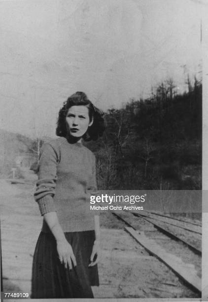 Country singer Loretta Lynn poses for a portrait in 1950 in Butcher Holler Kentucky