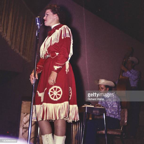 Country Singer Patsy Cline performs on stage at the Riverside Ball Room in Phoenix, Arizona, circa 1960.