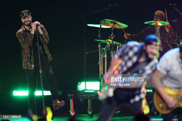 Country Singer Sam Hunt performs during the 2021 iHeartRadio Music Festival at T-Mobile Arena on September 18, 2021 in Las Vegas, Nevada.