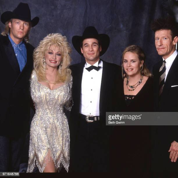 Country singers and songwriters Alan Jackson Dolly Parton Clint Black Mary Chapin Carpenter and Lyle Lovett backstage before the CMA Award Show...