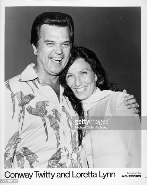 Country singers Conway Twitty and Loretta Lynn pose for a portrait in circa 1976.