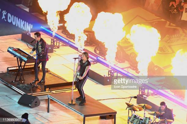 Country Star Keith Urban performs during the Stadium Series game between the Pittsburg Penguins and the Philadelphia Flyers on February 23 2019 at...