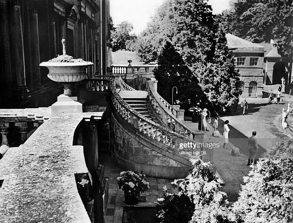Country House Des R A G Terrasse 1936erschienen In Dame News