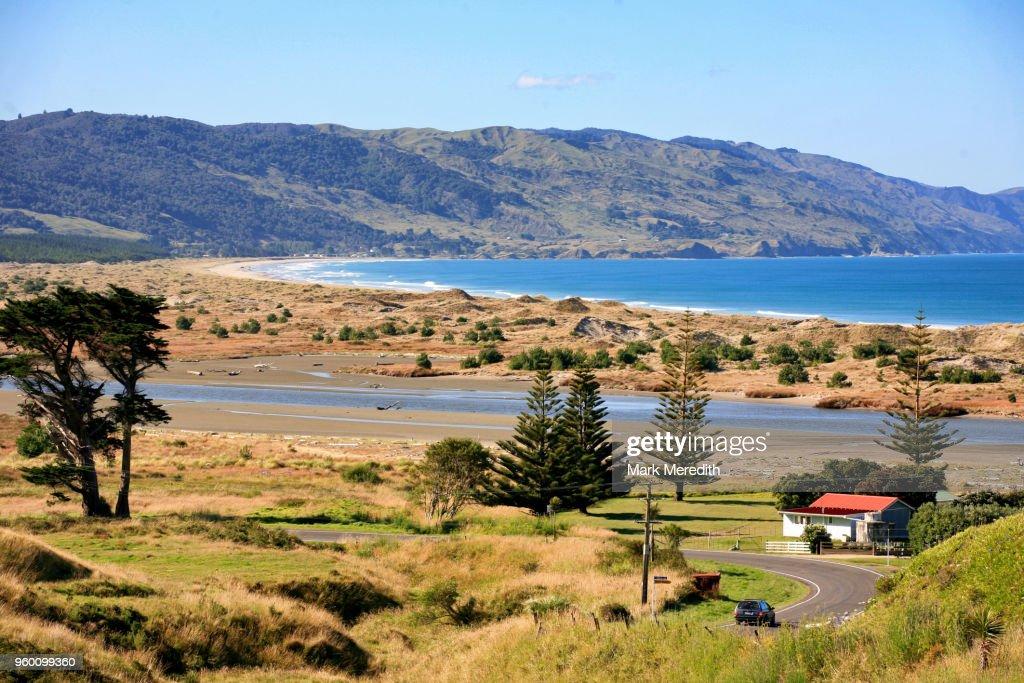 Countryside and beach on Mahia Peninsula : Stock-Foto