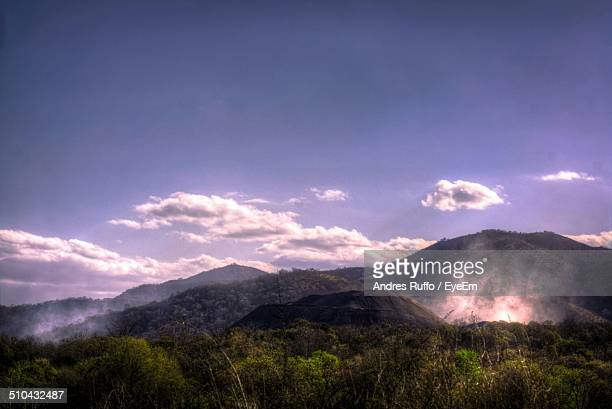 countryside landscape against blue sky and clouds - andres ruffo stockfoto's en -beelden