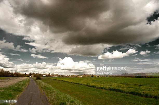 countryside path - hertford hertfordshire stockfoto's en -beelden