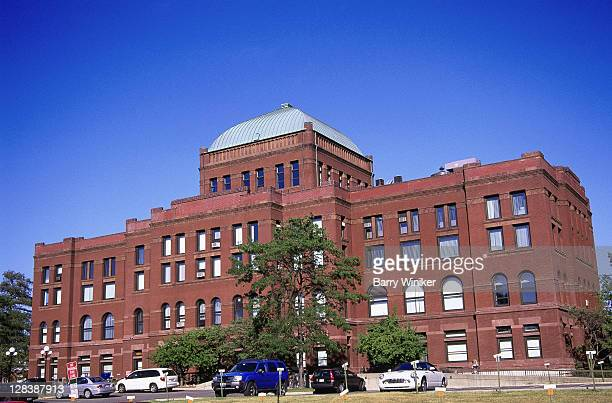 county courthouse bldg, geneva, il - geneva illinois stock pictures, royalty-free photos & images
