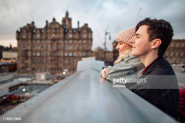 couple admiring the view in edinburgh - edinburgh scotland stock pictures, royalty-free photos & images