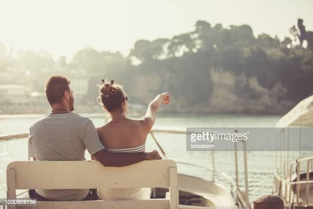 Paar, bewundern Sie die Aussicht auf das Meer