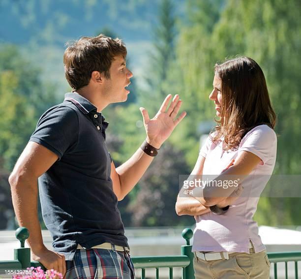 coppia litigare e l'uomo gridando, donna disperata (xxxl) - viaggio di nozze foto e immagini stock