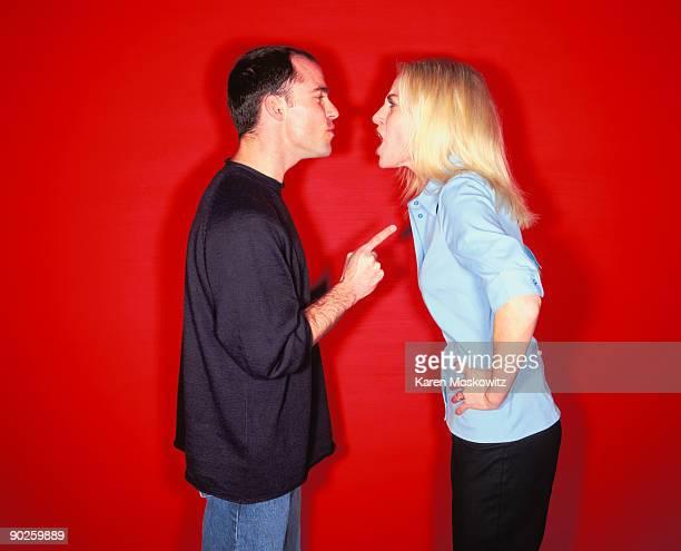 couple arguing - heterosexuelles paar stock-fotos und bilder