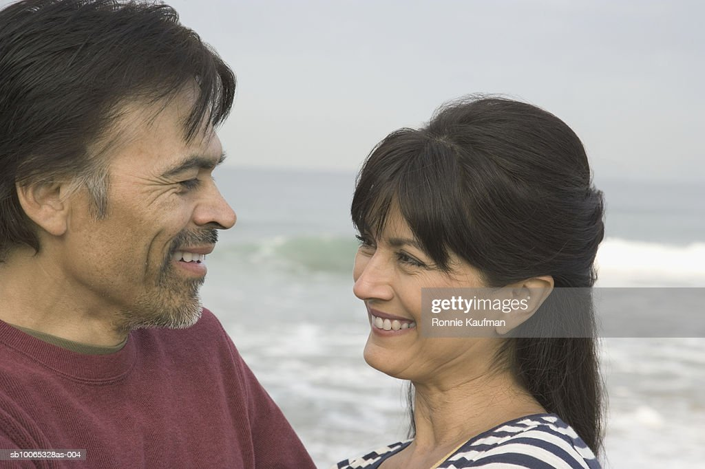 Couple at beach, smiling : Foto stock