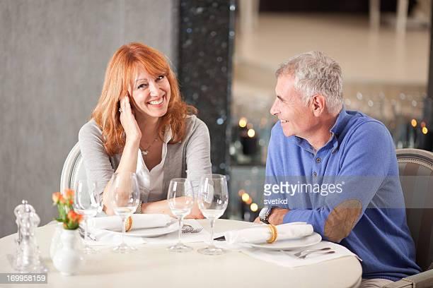 Couple au restaurant.