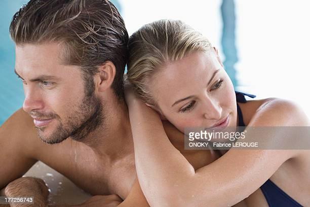 couple at the poolside - onoky stock-fotos und bilder