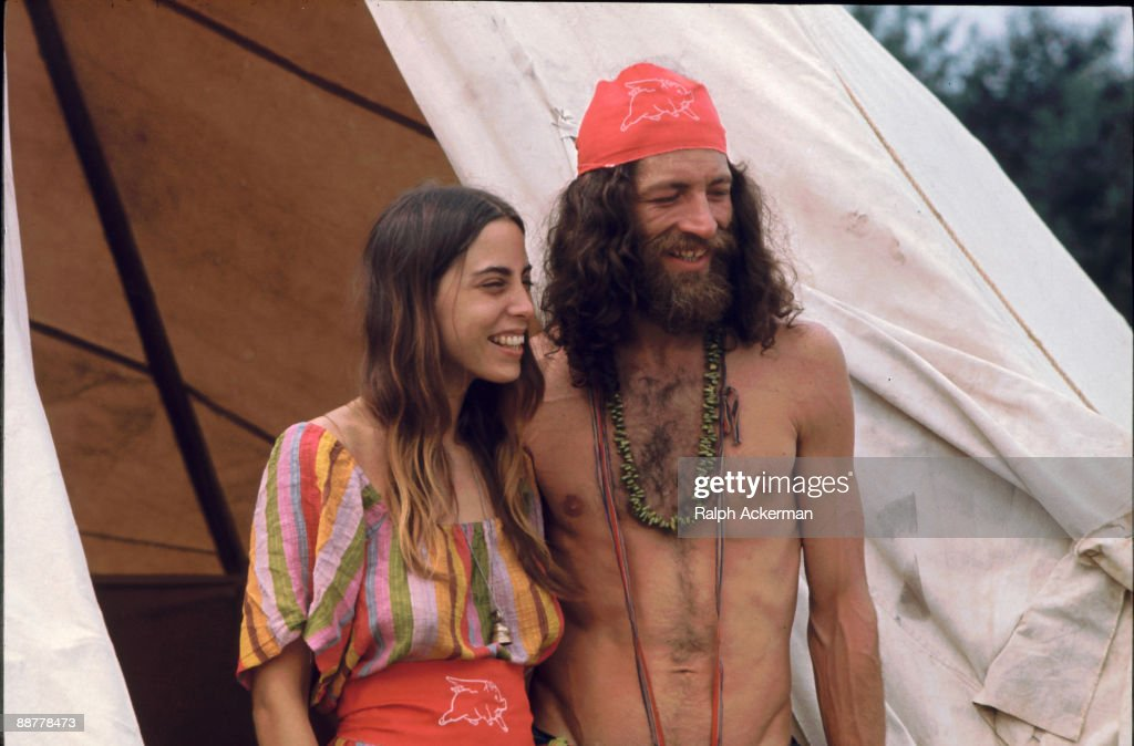 A Couple At Woodstock Music Festival : News Photo