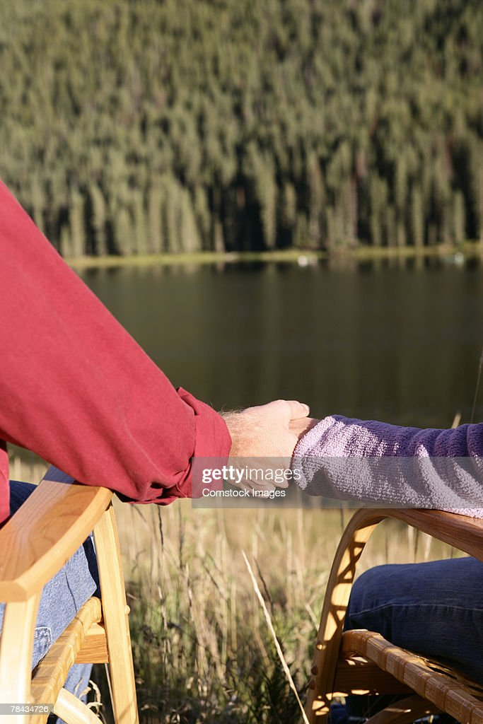 Couple by lake : Stockfoto