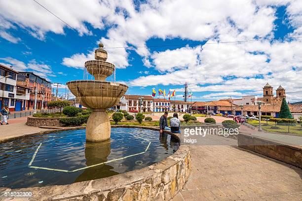 Paar am Brunnen in Zipaquira