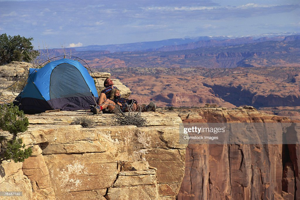 Couple camping by canyon landscape : Stockfoto
