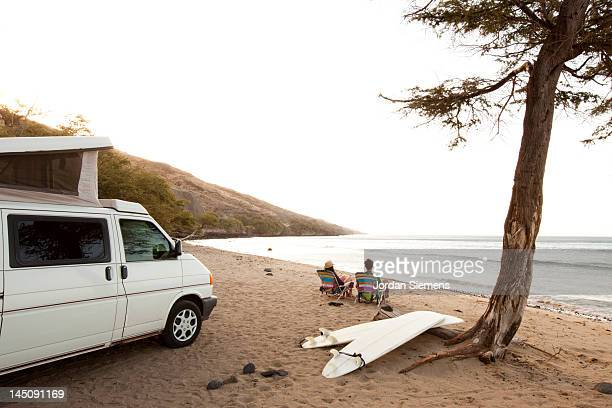 a couple camping in a van at the beach. - lahaina stock pictures, royalty-free photos & images