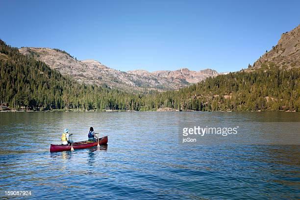 couple canoeing on fallen leaf lake - サウスレイクタホ ストックフォトと画像