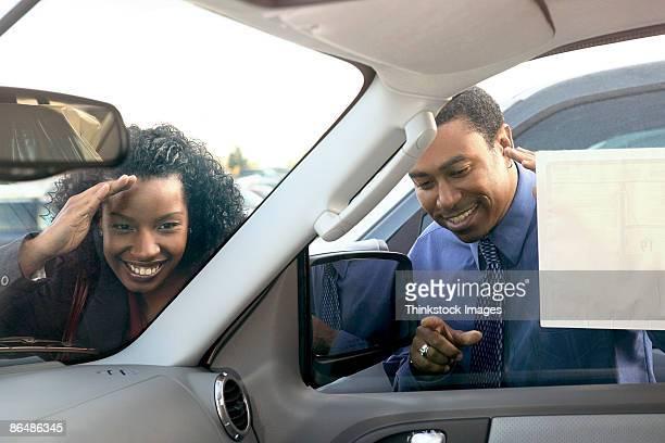 couple car shopping - thinkstock foto e immagini stock
