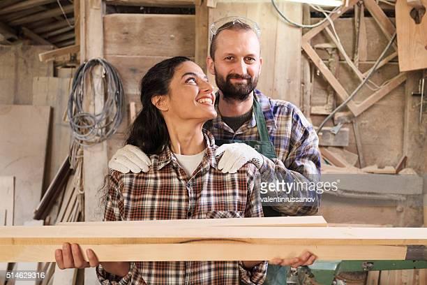 Paar Tischler Arbeiter Arbeiten in der Werkstatt
