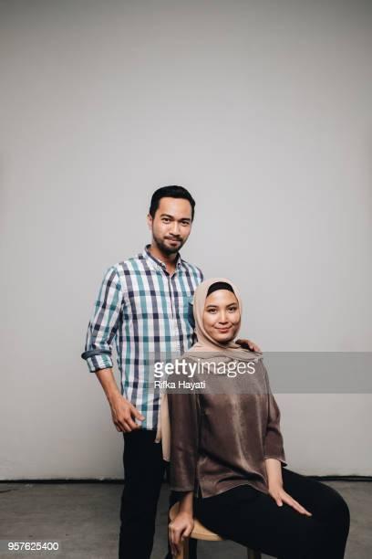 couple celebrate eid mubarak - rifka hayati stock pictures, royalty-free photos & images