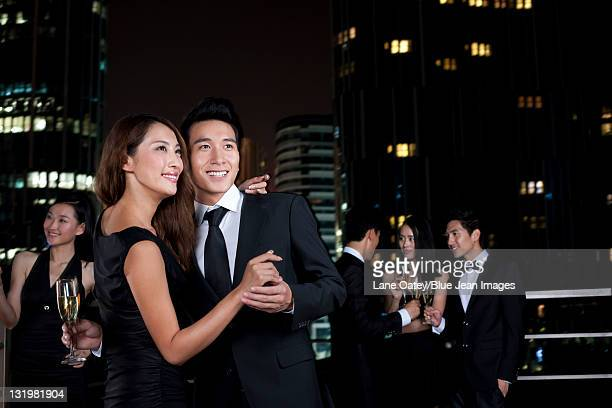 couple celebrating at an outdoor bar - evening wear stock pictures, royalty-free photos & images