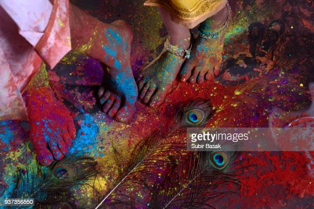 couple celebrating holi with colors - indian female feet stock pictures, royalty-free photos & images