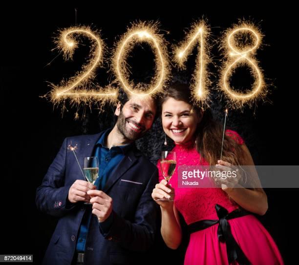 Paar feiert Neujahr 2018