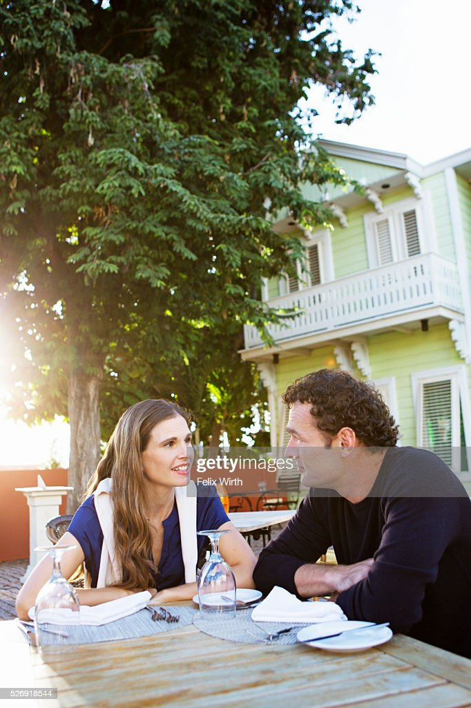 Couple chatting in outdoor restaurant : Stock Photo