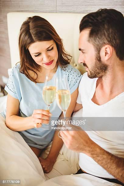 Tifo coppia in camera da letto