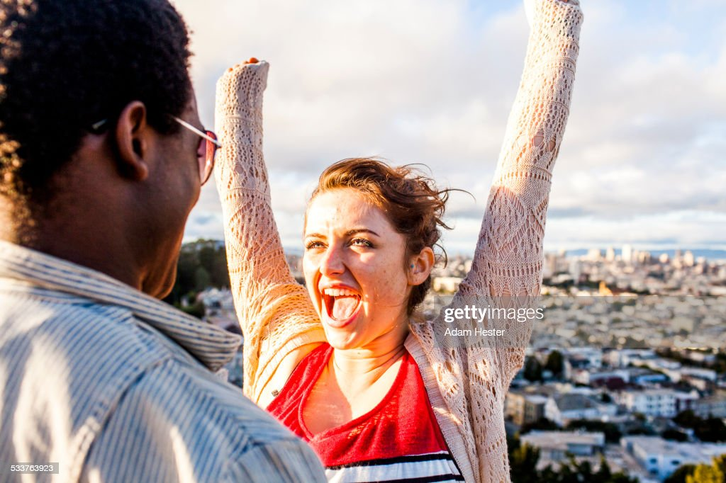 Couple cheering near scenic view of cityscape : Foto stock