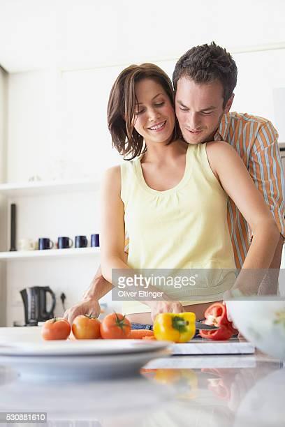 couple chopping vegetables - oliver eltinger stock-fotos und bilder