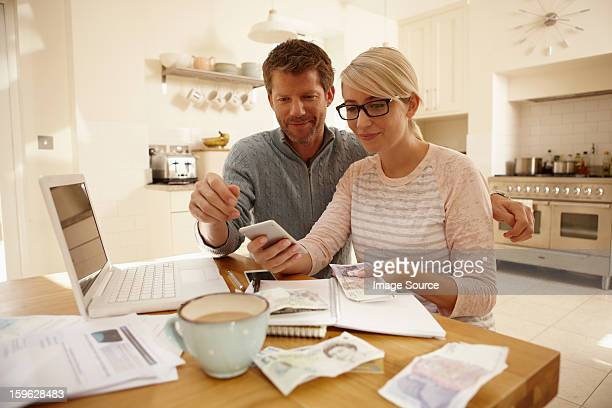 couple counting money - british pound sterling note stock pictures, royalty-free photos & images